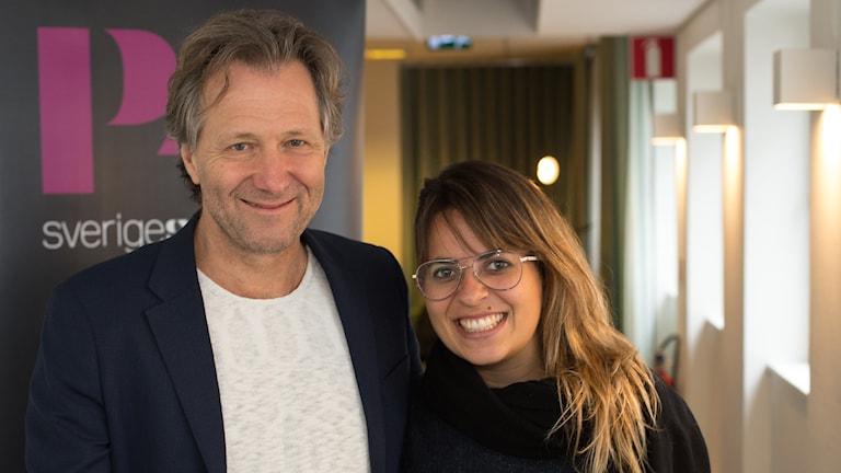 Fredrik Gertten och huvudrollsinnehavaren i filmen Bikes vs cars. Foto: Åsa Stöckel/Sveriges Radio