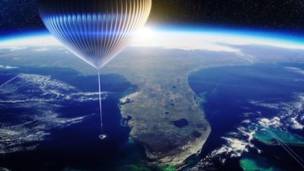 Maria Sundin berättar om ballong-turismen i atmosfärden.