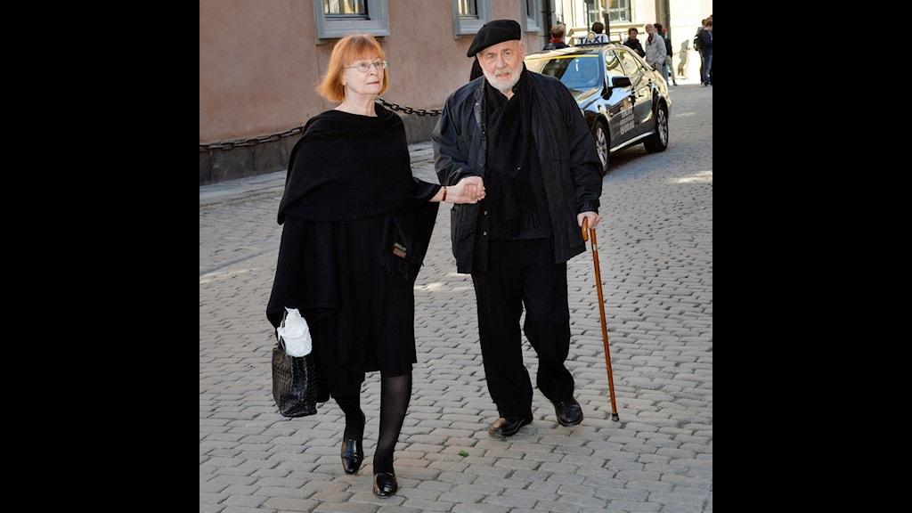 Författaren Sven Lindqvist (th) med hustrun Agneta Stark, ekonom. Foto: Jonas Ekströmer / TTFörfattaren Sven Lindqvist (th) med hustrun Agneta Stark, ekonom. Foto: Jonas Ekströmer / TT