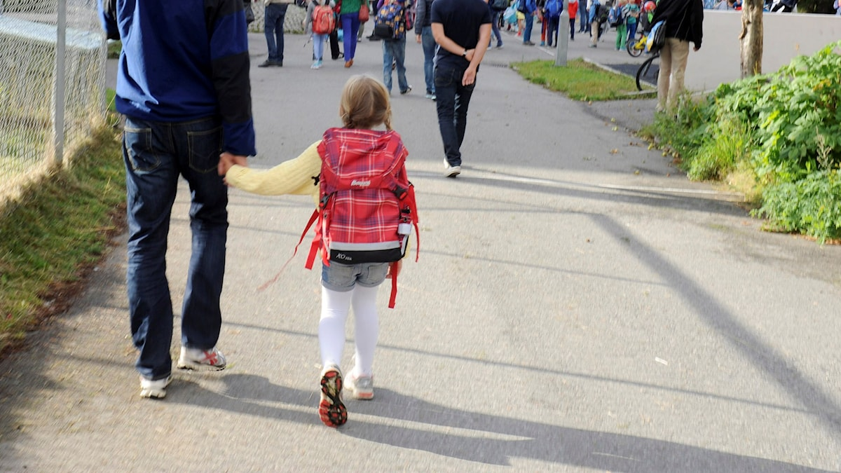Barn på väg till skolan. Foto: Terje Pedersen / NTB scanpix / TT