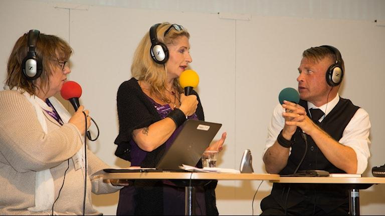 Lotta Bromé, Katerina Janouch och Carl-Michael Edenborg. Foto: Åsa Stöckel/Sveriges Radio