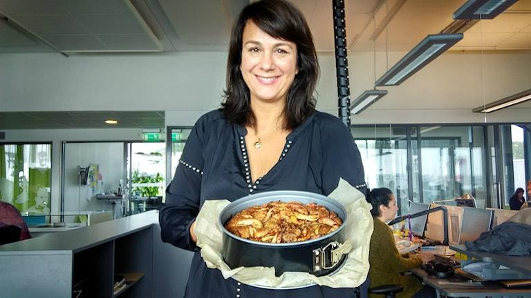 Alexandra Zazzi bakade äppelkaka. Foto: Sveriges Radio