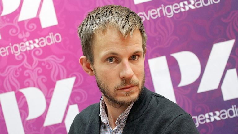 Alexander Bengtsson, vice vd på Stiftelsen Expo. Foto: Helen Ling/Sveriges Radio.