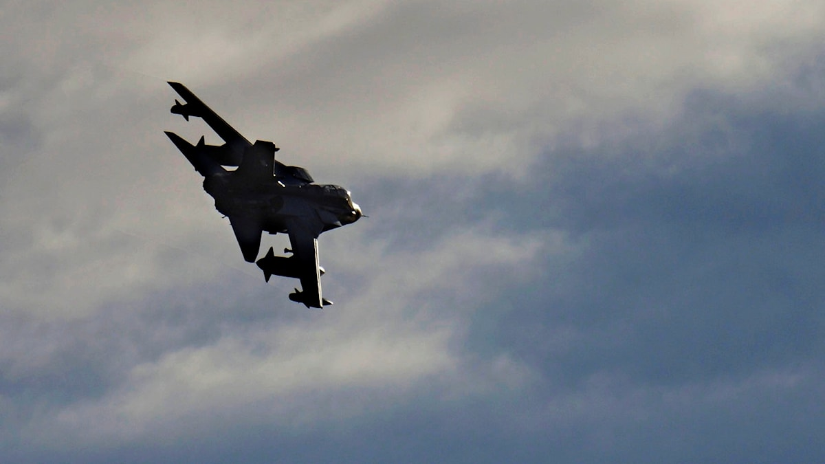 Brittiskt bombplan i luften. Foto: Pavlos Vrionides/AP Photo/TT