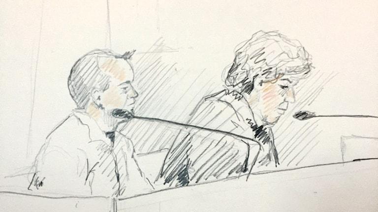 Den åtalade läkaren och hans försvarare. Foto: Ingela Landstedt/TT