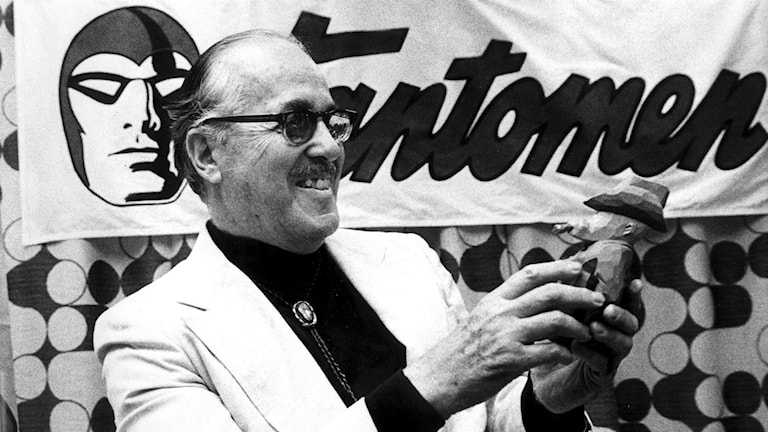 Fantomens skapare Lee Falk 1977 mottagandes Svenska Serieakademins Adamson-pris.