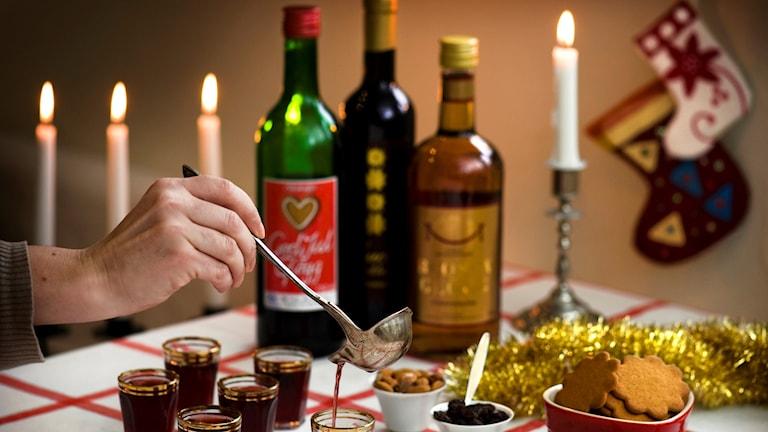 Glögg, flaskor och ljus