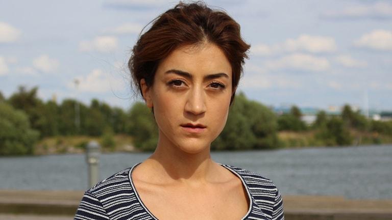 """Gizem Erdogan har synts i flera filmroller de senaste åren. Nu är hon aktuell som """"Kristina"""" i Vilhelm Mobergs """"Utvandrarna"""" på Göteborgs stadsteater."""