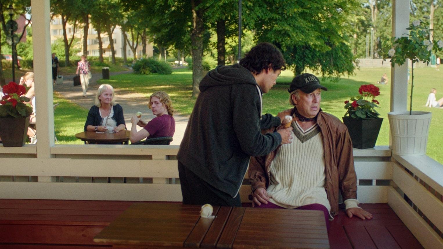 Filmaren Fanny Ovesen får Anna-priset för sin långfilmsdebut om förträngda övergrepp, och ömsint berättelse i filmen