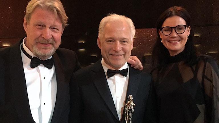 Rolf Lassgård, Hannes Holm och Annica Bellander tog emot priset.