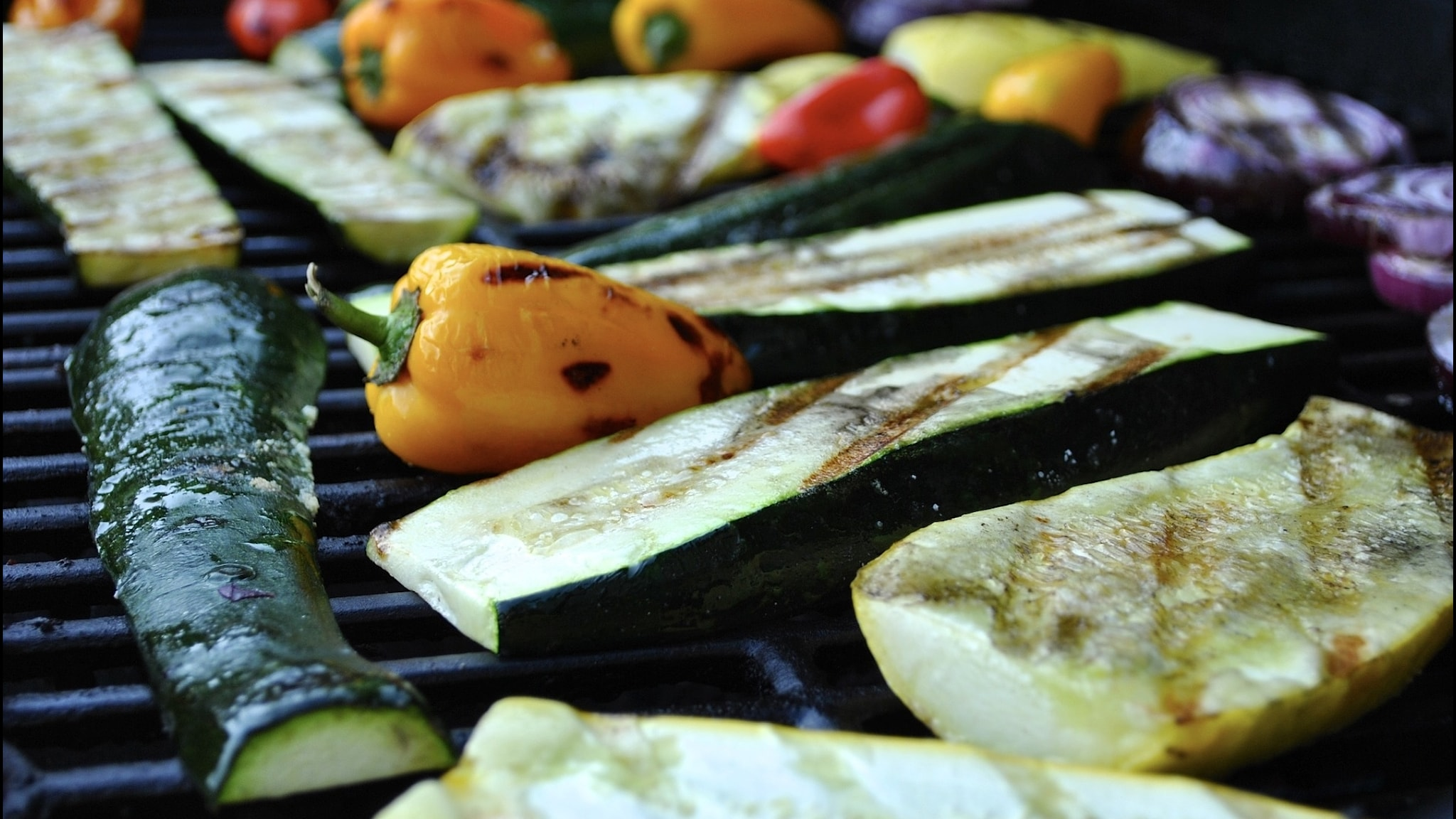 grönsaker på en grill
