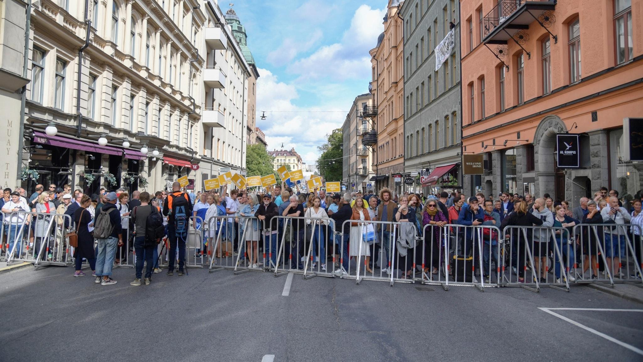 Demonstrationer och motdemonstrationer i Stockholm