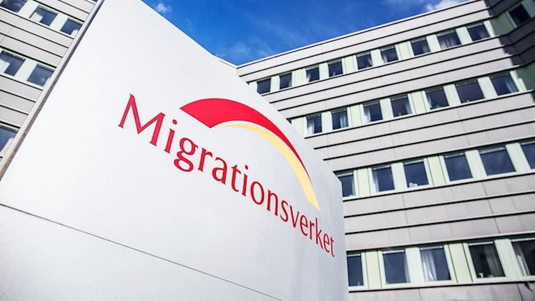 Bild på Migrationsverkets entré.