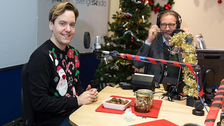 Mattias Kristiansson och Erik Blix vid mikrofonerna