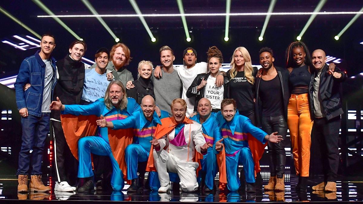 Hela startfältet i Melodifestivalen uppställda inför finalen.
