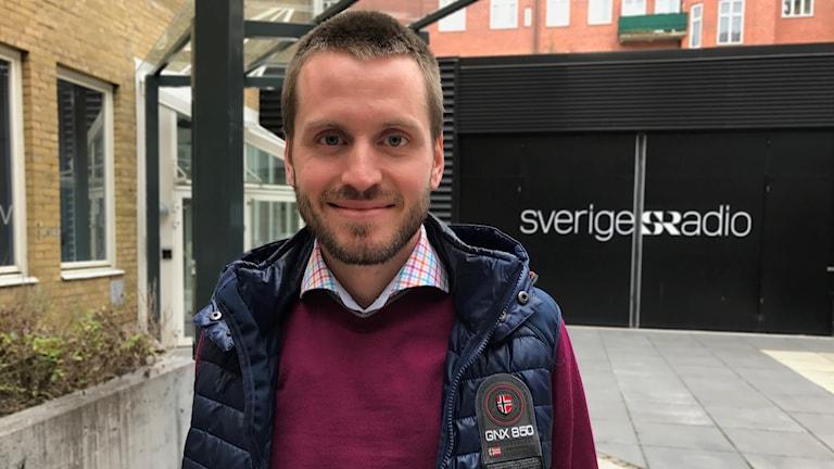 Eric Skopal står utanför Sveriges Radio i Malmö