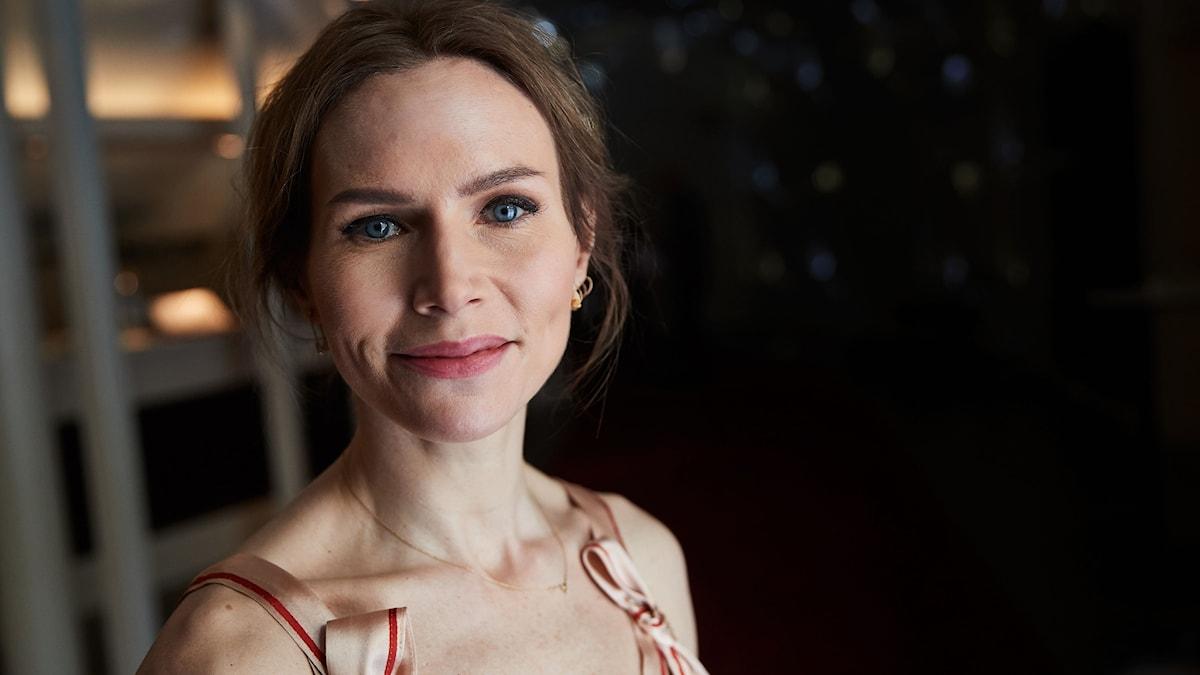Nina Persson i närbild.