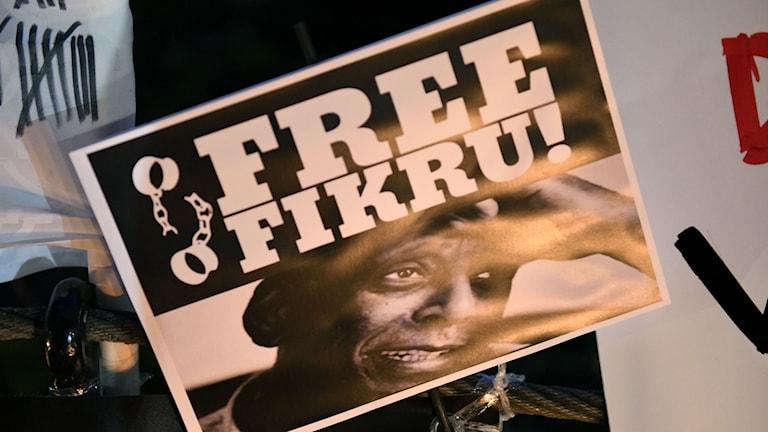 En bild på Fikru från en manifestation.