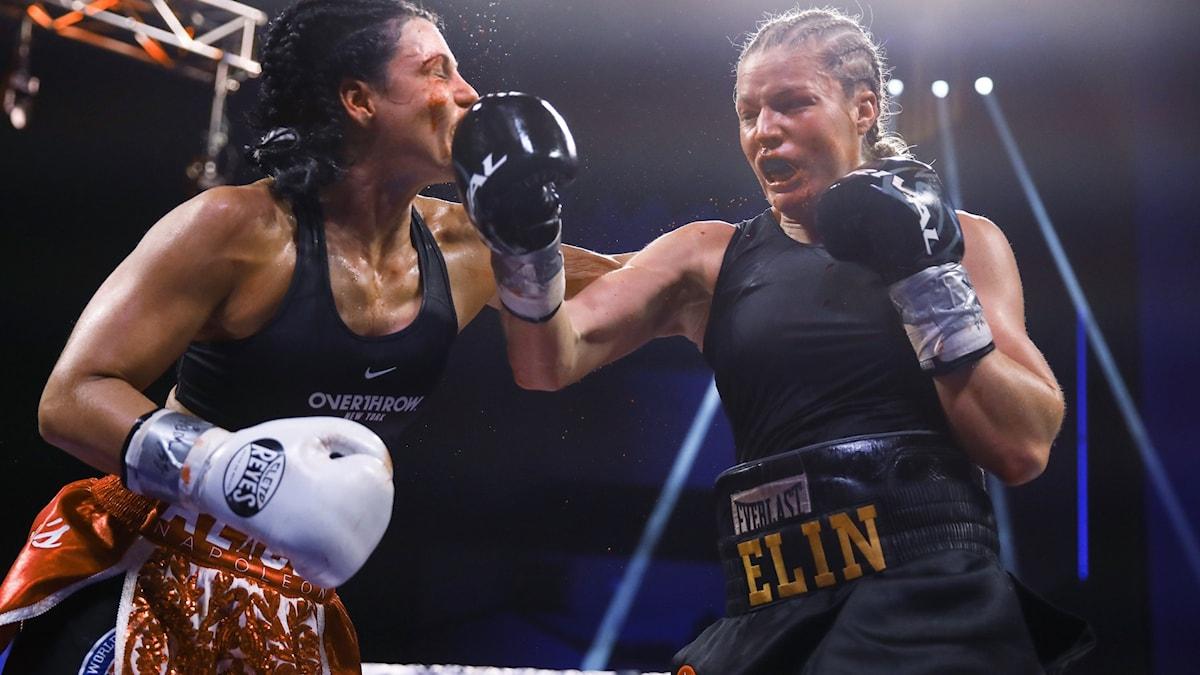 Elin Cederroos i boxningsringen.