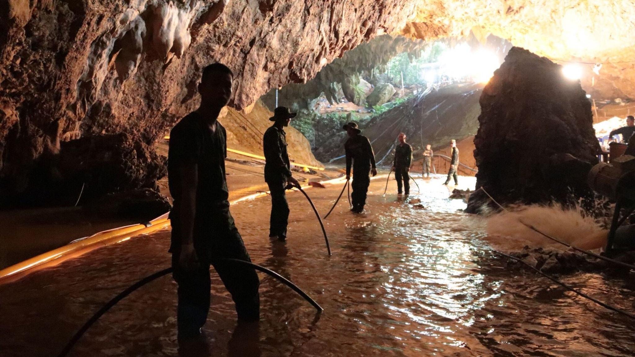 Nu ska barnen i grottan ta sig ut