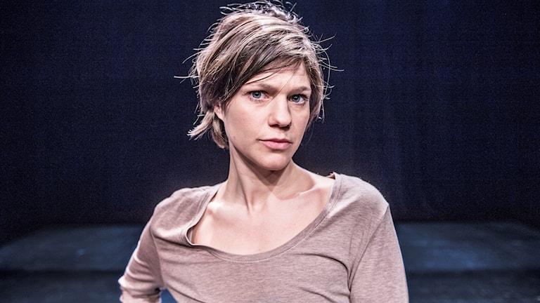 """Rakel Wärmländer på scen när hon spelade Nora i """"Den fastspända flickan"""" efter Daniel Velascos prisbelönta  radiodokumentär."""