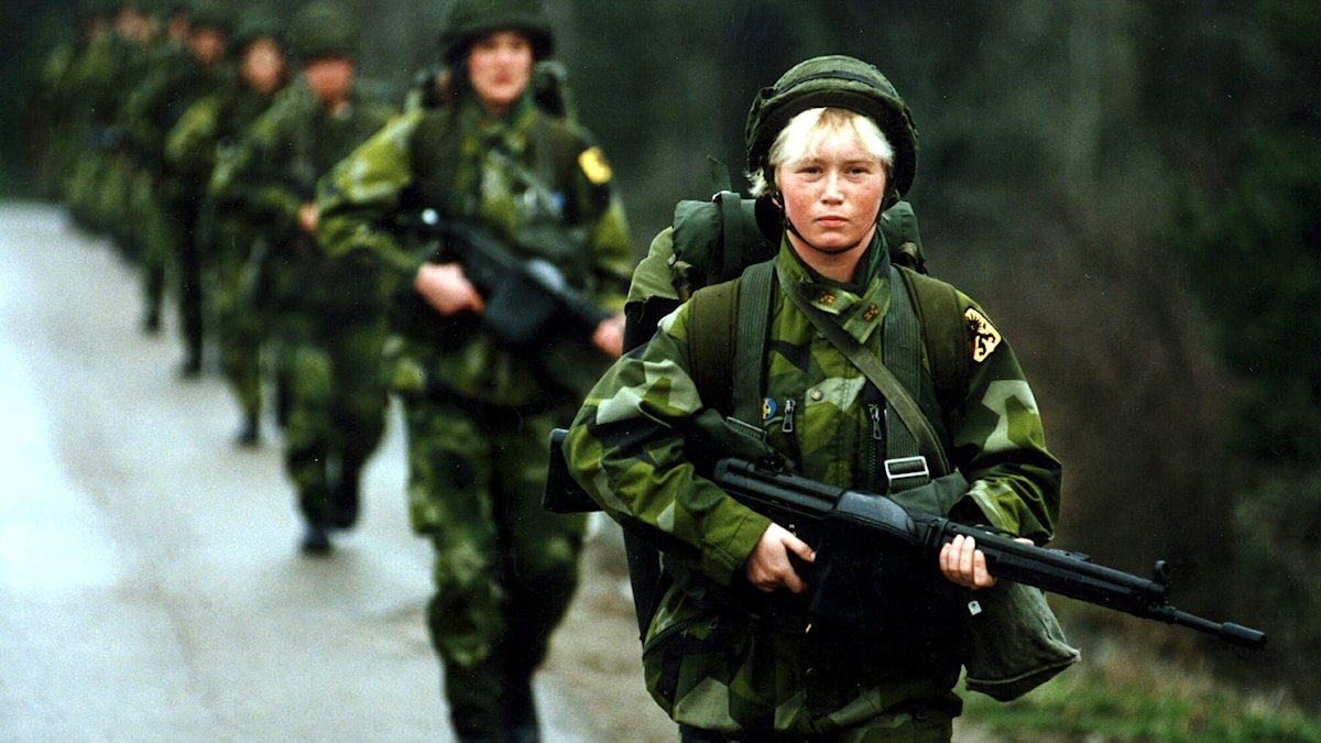 Militärer marscherar