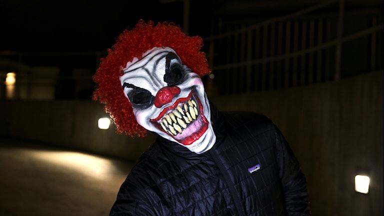 Utklädd till clown.