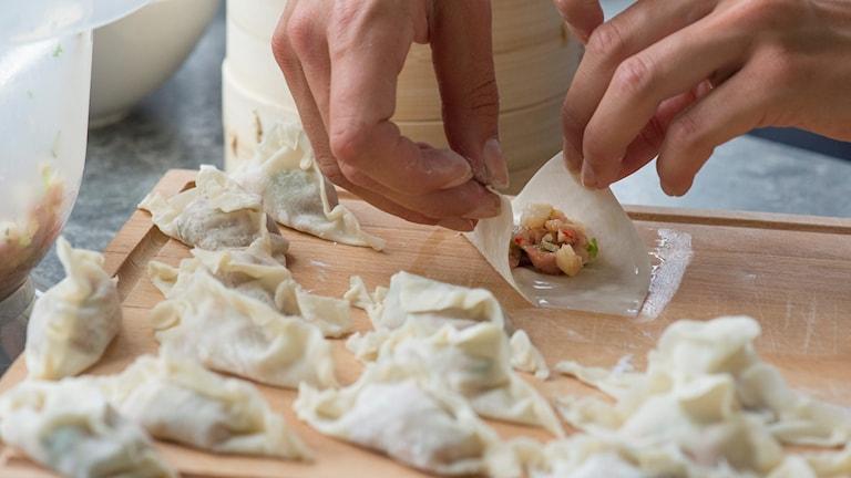 Dumplings knyts ihop.