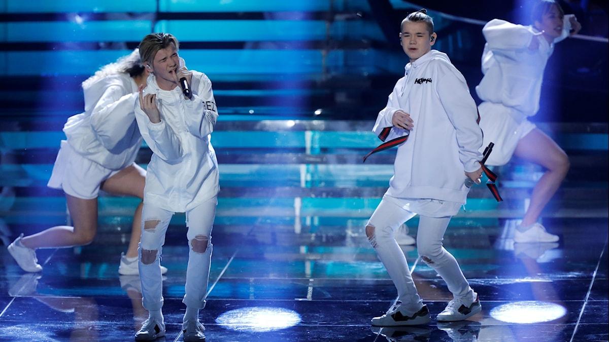 Norska duon Marcus och Martinus på scen.
