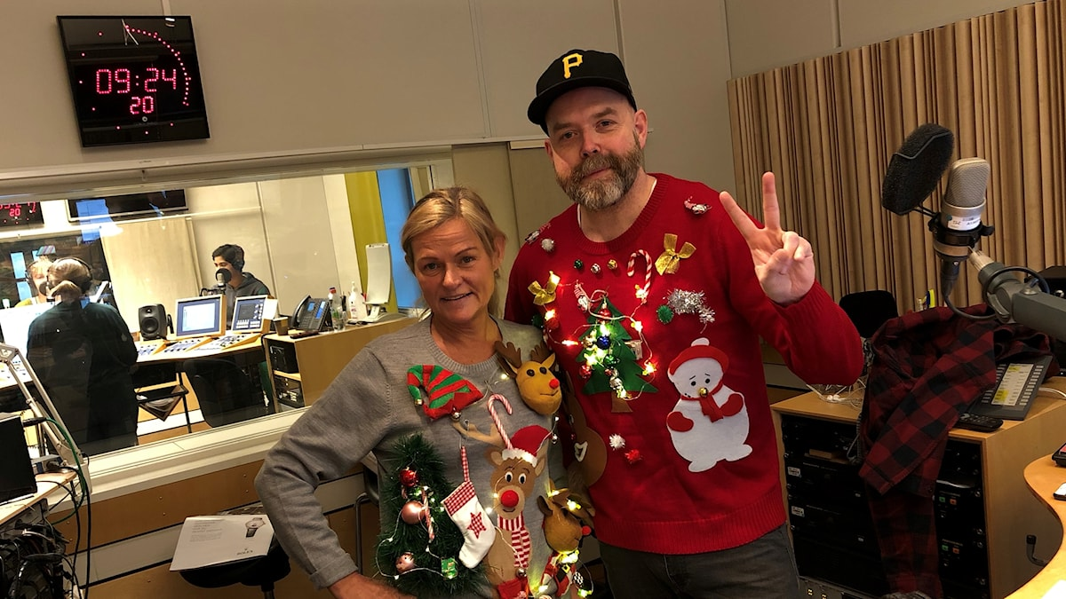 Anne Marchal och Jocke Wallgren i de fina jultröjorna.