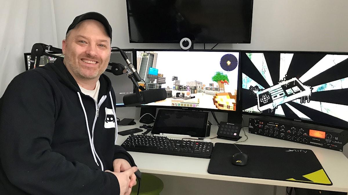 Christian Hjalmarsson alias The JNX i sitt spelrum