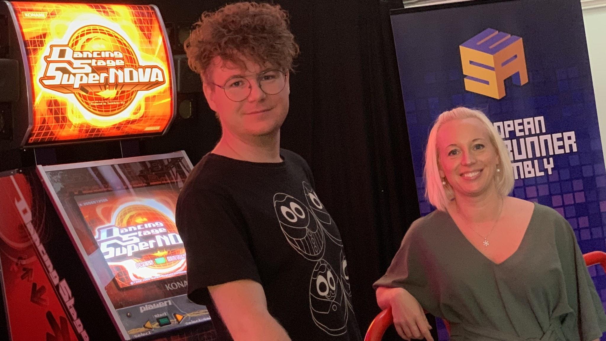 Jesper Petersson och Ida Lidholt på Smålands Spelhall. Foto: Julia Rindhagen/Sveriges Radio.