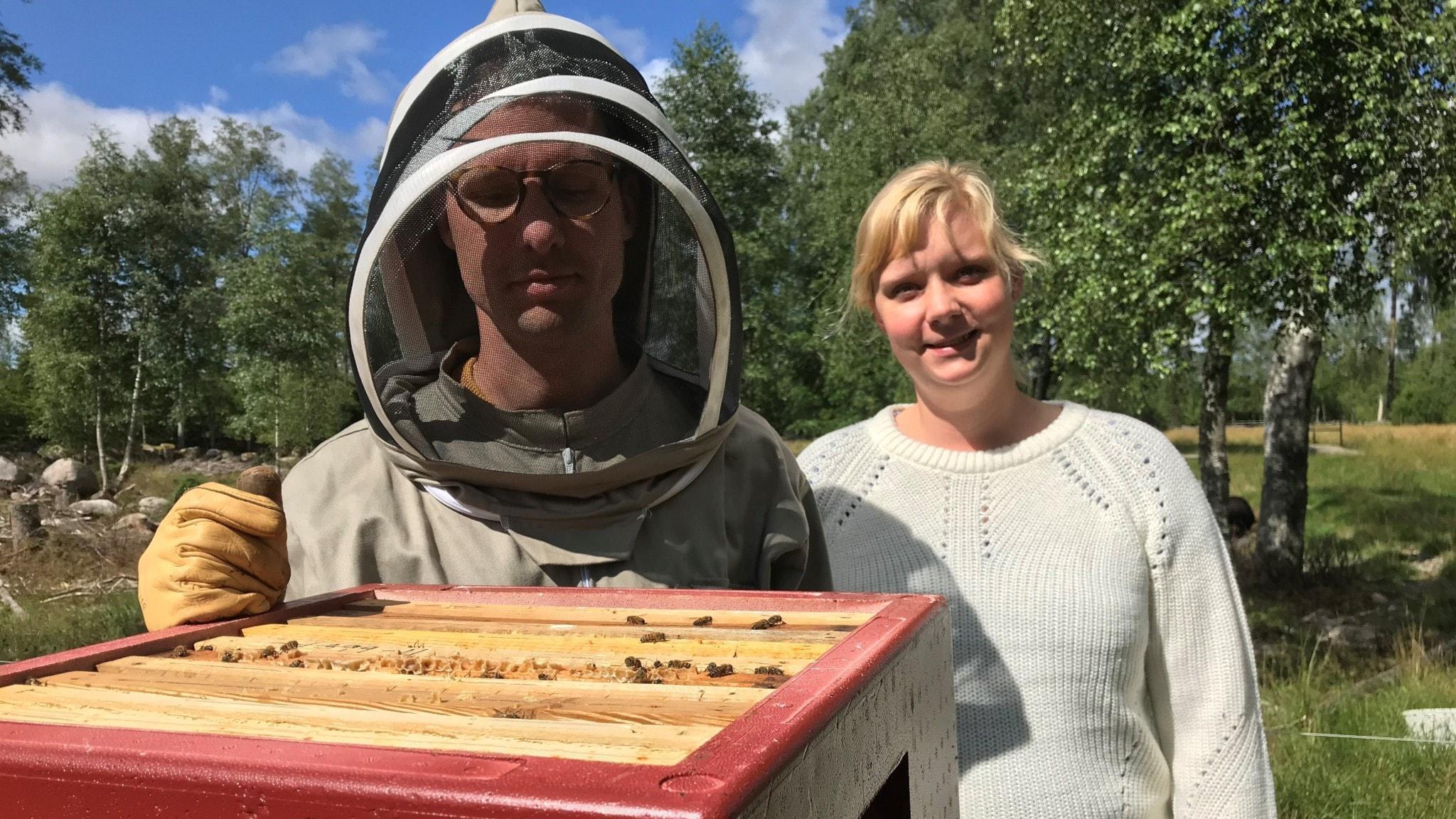 Therese och Tobias Stjärnkrans odlar bin.