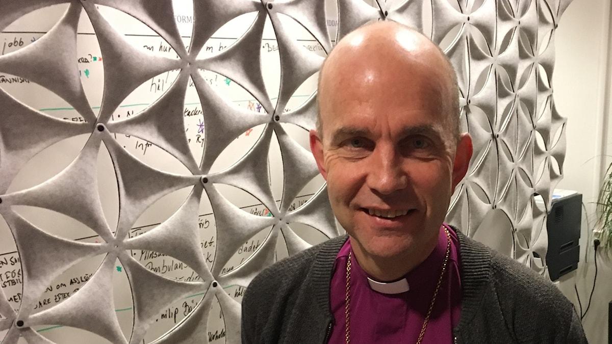 Biskop Fredrik Modeus snackar om Martin Luthers 95 teser som fyller 500 år.