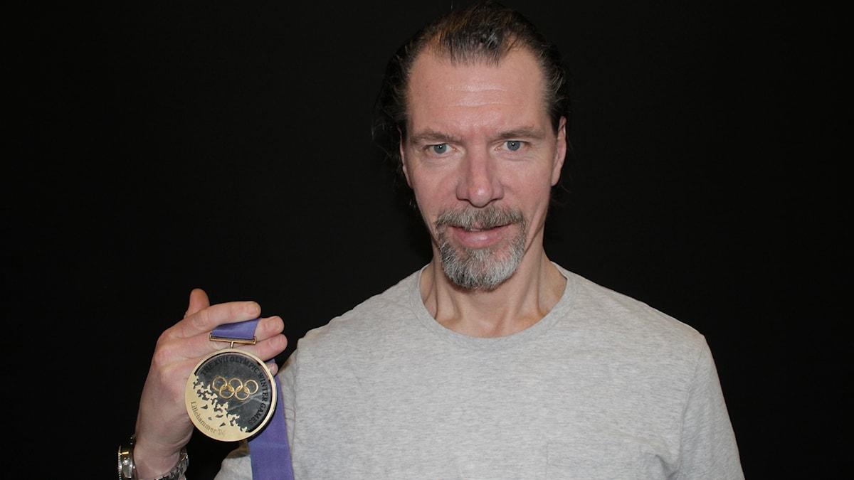 """Roger """"Ragge"""" Johansson med sitt OS-guld från 1994"""