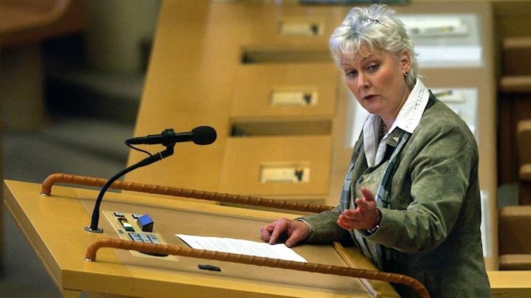 Lotta Hedström, MP, i talarstolen i Riksdagen. Foto: Mark Earthy/Scanpix