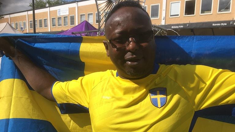 Cali Sheekh Osman oo ciyaarta ka daawanayey suuqa Rinkeby ee magaalada Stockholm.