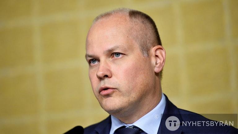 Justitie- och inrikesminister Morgan Johansson presenterar ett betänkande med förslag som utökar kriminalisering av handlingar kopplade till terrorism under en pressträff i Rosenbad i Stockholm.