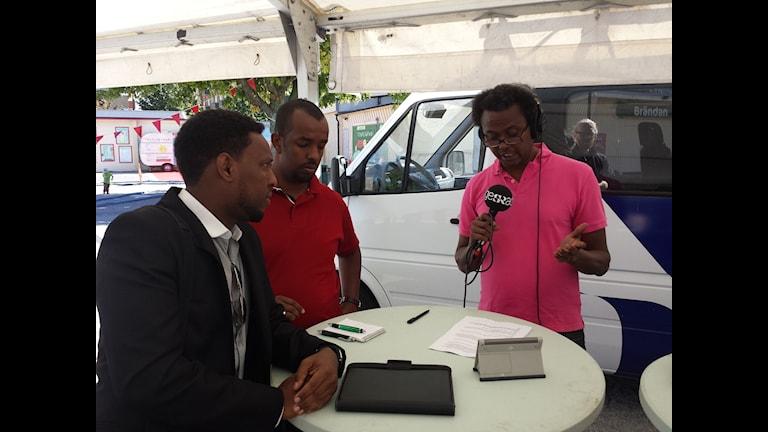 Asad Ibrahim, Mubarik Abdirahman och Kenadid Mohamed i folkets Park i Malmö. Foto: Radio Sweden/SR