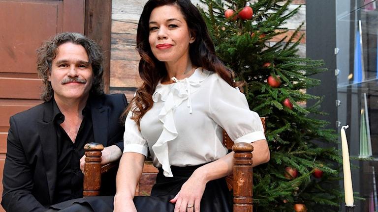 Erik Haag och Lotta Lundgren är årets julvärdar i SVT under julafton.