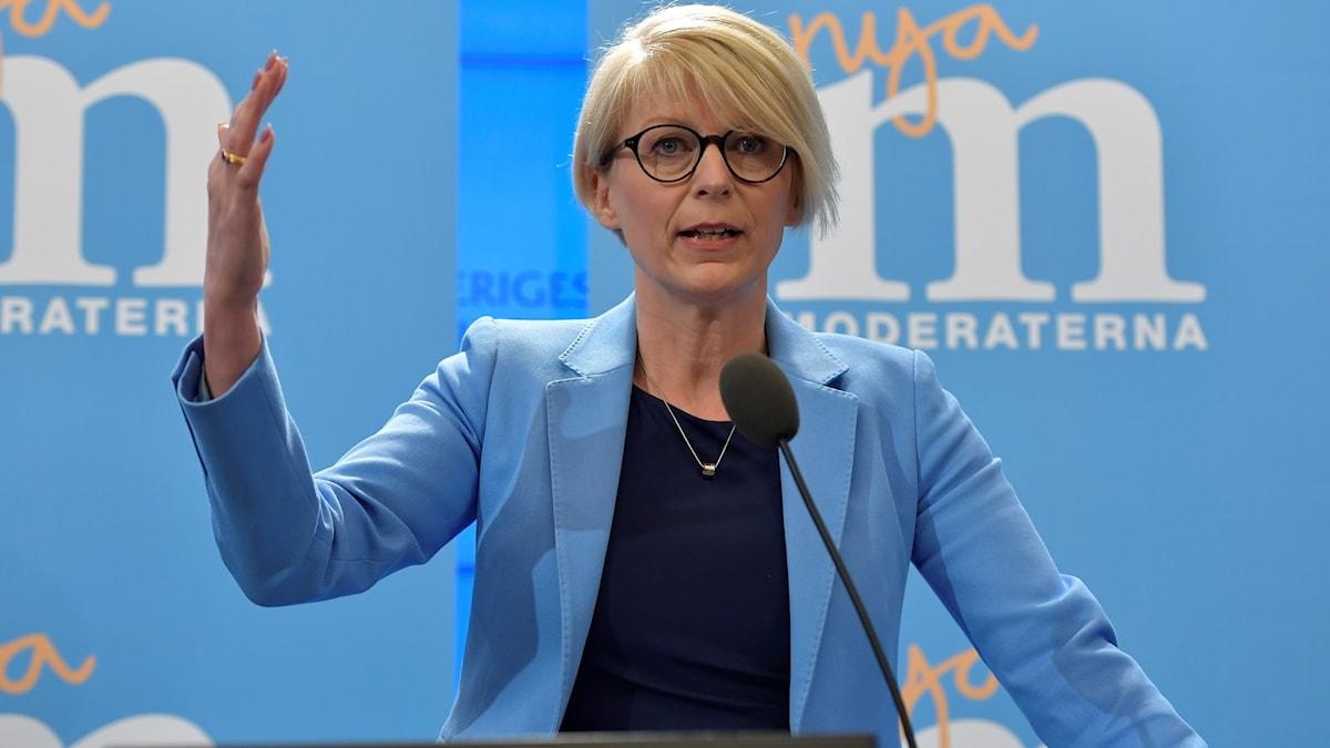 Moderaternas  ekonomisk-politiske talesperson Elisabeth Svantesson kommenterar regeringens ekonomiska vårproposition under en pressträff i Riksdagens pressrum i Stockholm.
