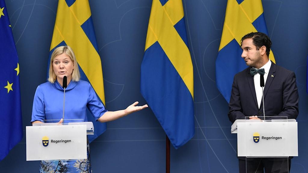Magdalena Andersson (S), wasiirka dhaqaalaha Sweden iyo Ardalan Shakarabi (S), wasiirka caymiska qaran.