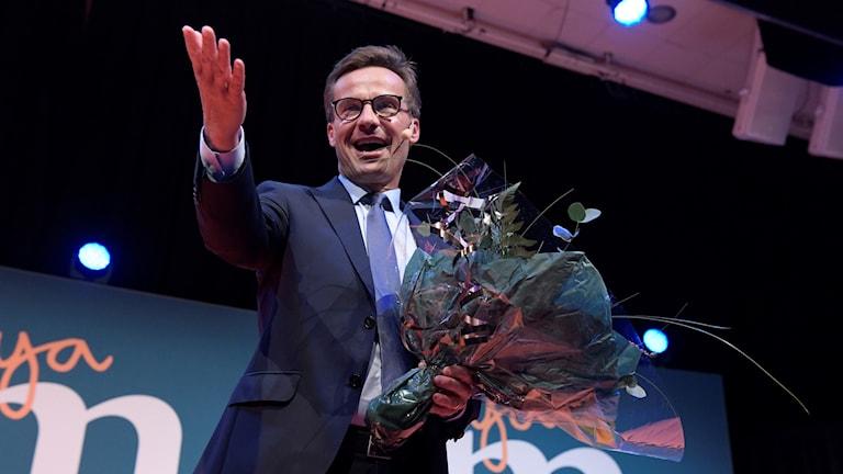 Moderaternas nyvalde partiledare Ulf Kristersson håller sitt första linjetal när partiet håller extrastämma på ett hotell i Stockholm för att välja efterträdaren till Anna Kinberg Batra.