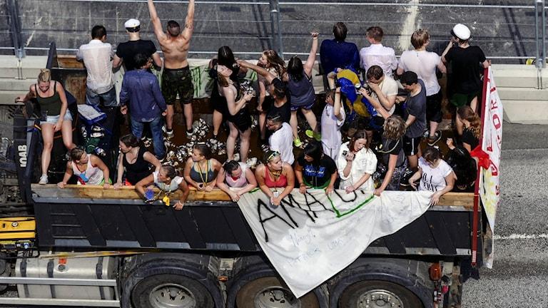 Studentflak vid Slussen i Stockholm på fredagen.