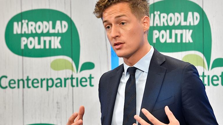 Emil Källström Centerpartiets ekonomisk-politisk talesperson, kommenterar regeringens budgetproposition under en pressträff i Riksdagens pressrum i