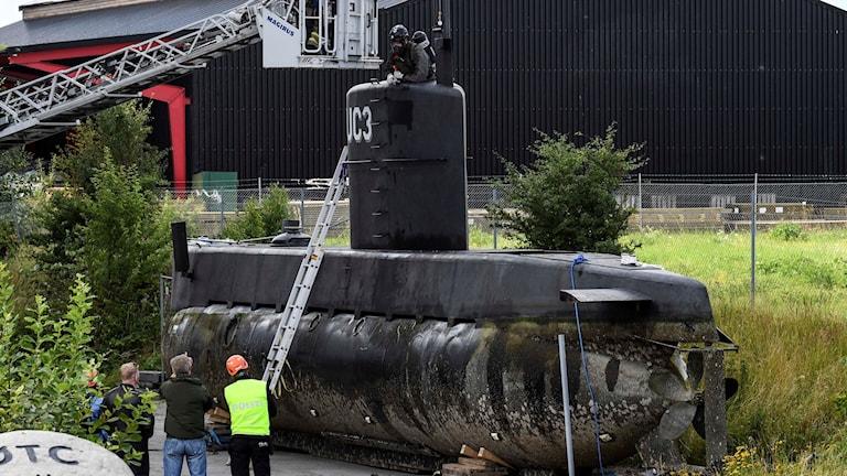 Danska kriminaltekniker undersöker ubåt