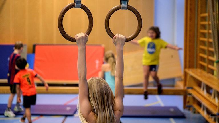 Gymnastiklektion i första klass