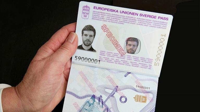 Det nya svenska passet presenterades av Rikspolisstyrelsen
