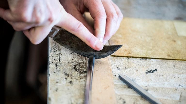 Arbete med blyinfattat glas på Clason Glas