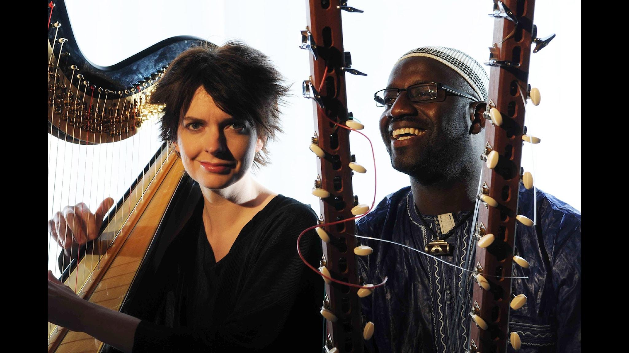 Catrin Finch och Seckou Keita   Foto: Josh Pulman (from catrinfinchandseckoukeita.com)